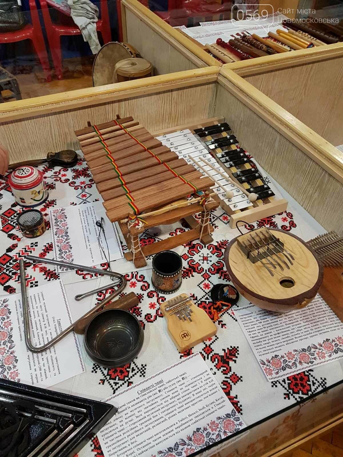 Учні Новомосковської мистецької школи відвідали виставку народних інструментів, фото-5