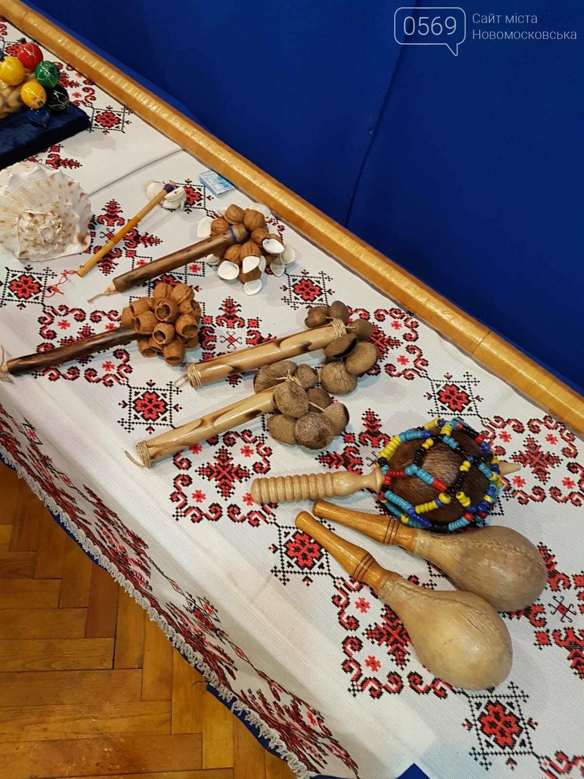 Учні Новомосковської мистецької школи відвідали виставку народних інструментів, фото-6