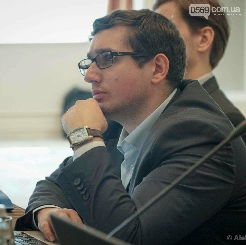 Представители Блока Вилкула не дадут превратить местные советы в арену политических скандалов, - эксперт, фото-1
