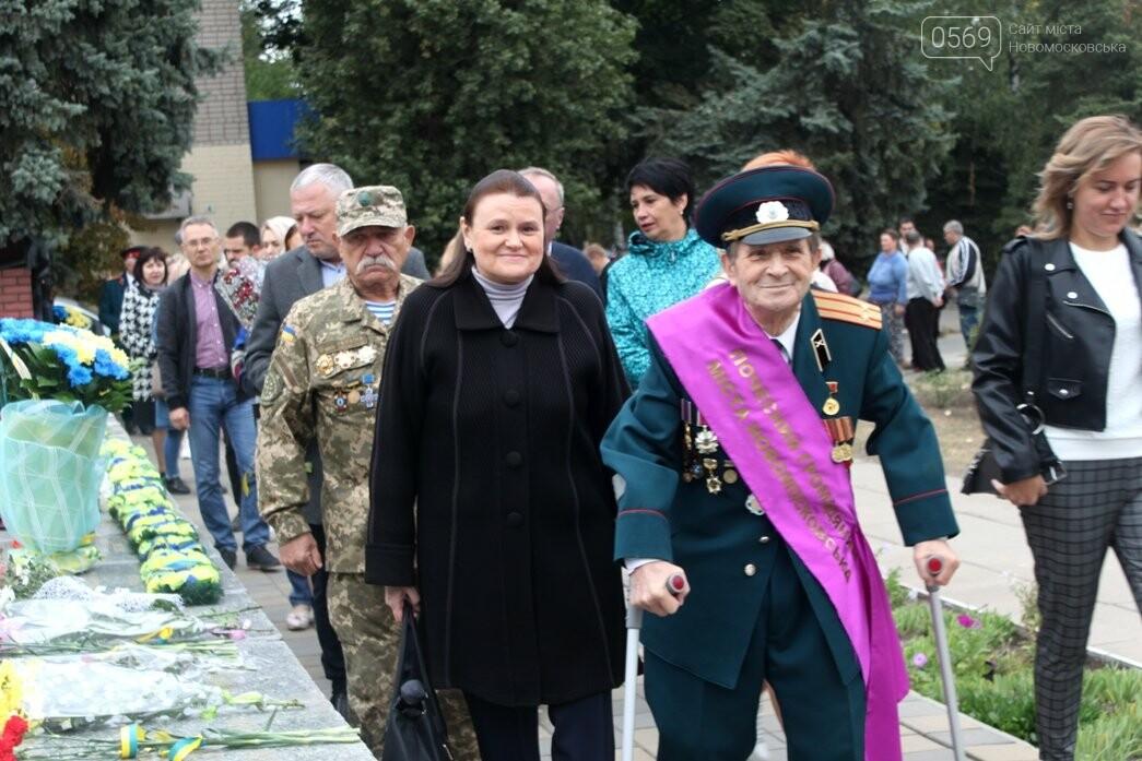 У Новомосковську з нагоди Дня міста пройшов мітинг пам'яті: ФОТО, фото-11