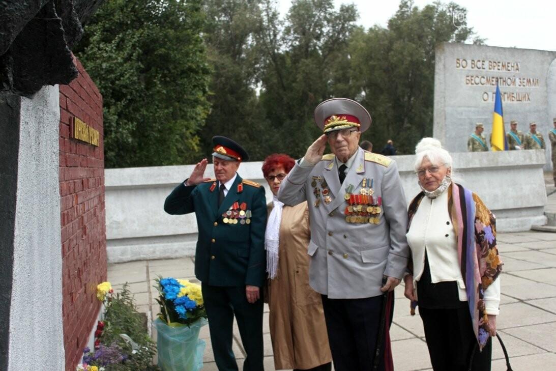 У Новомосковську з нагоди Дня міста пройшов мітинг пам'яті: ФОТО, фото-16