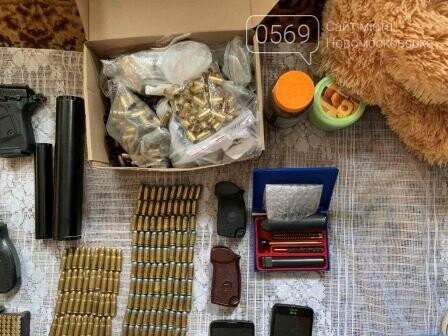 Мешканець Новомосковська зберігав у своєму будинку цілий арсенал зброї, фото-3