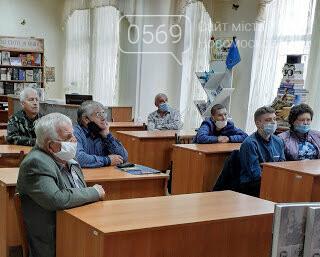 Відомий в країні публіцист, краєзнавець презентував у Новомосковську свою нову книгу, фото-3