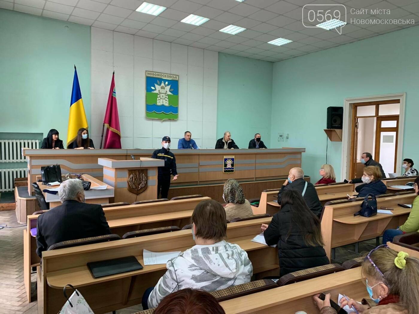 Надзвичайники Новомосковська провели інструктаж для організаторів виборчого процесу в місті, фото-1