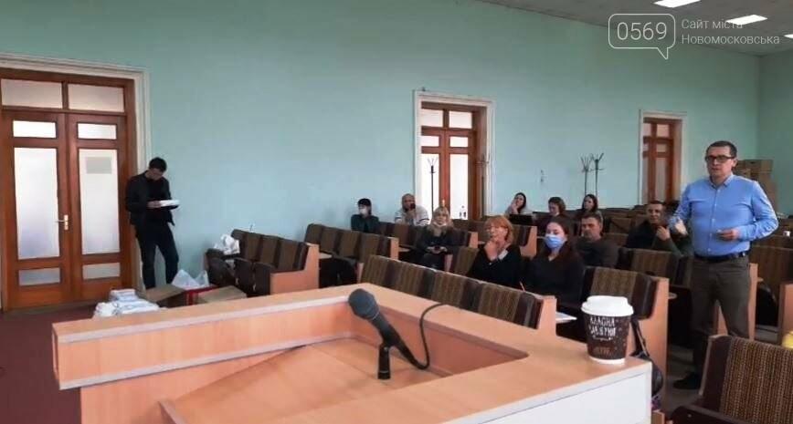 Новомосковська виборча комісія продовжує обробляти виборчу документацію, фото-3