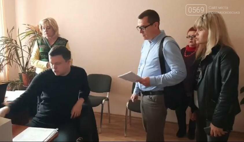 Новомосковська виборча комісія продовжує обробляти виборчу документацію, фото-5