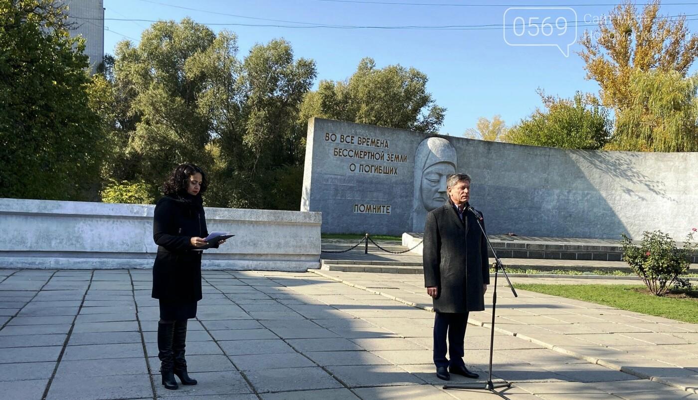 У Новомосковську вшанували пам'ять захисників – визволителів та безсмертний подвиг народу у Другій світовій війні, фото-2