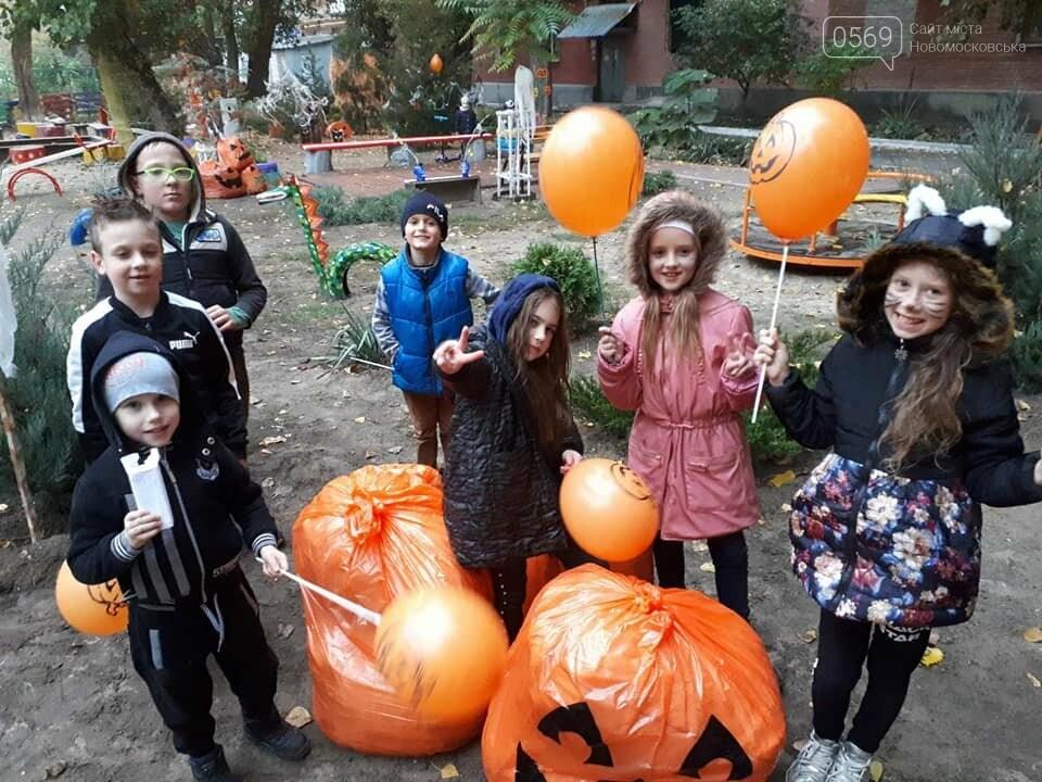 Мешканці одного з будинків центру Новомосковська влаштували у своєму дворику свято Хелловін: ФОТО, фото-8
