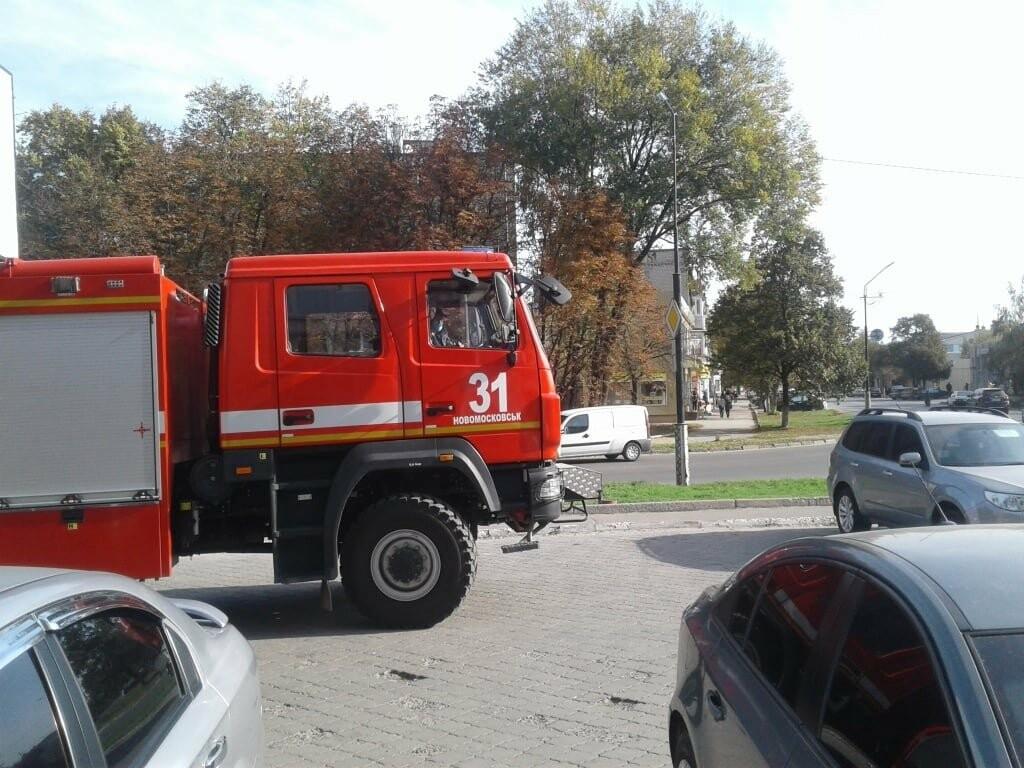 У Новомосковську рятувальники за допомогою спецтехніки інформують населення про карантинні заходи, фото-2