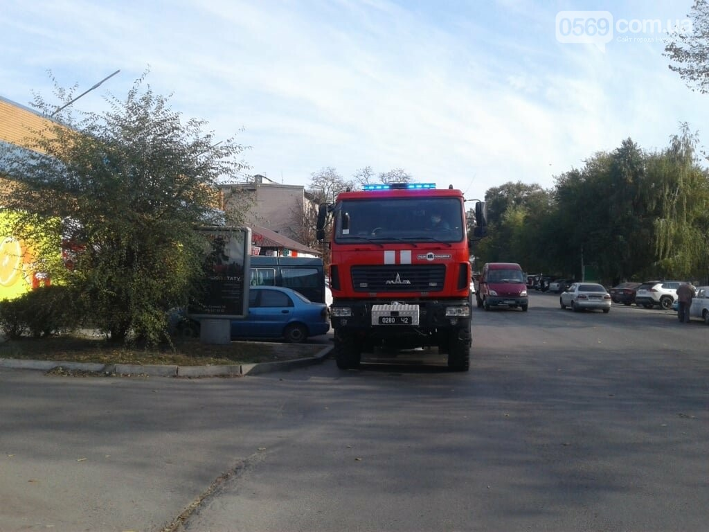 У Новомосковську рятувальники за допомогою спецтехніки інформують населення про карантинні заходи, фото-4