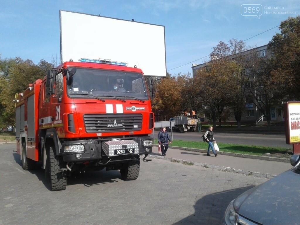У Новомосковську рятувальники за допомогою спецтехніки інформують населення про карантинні заходи, фото-3