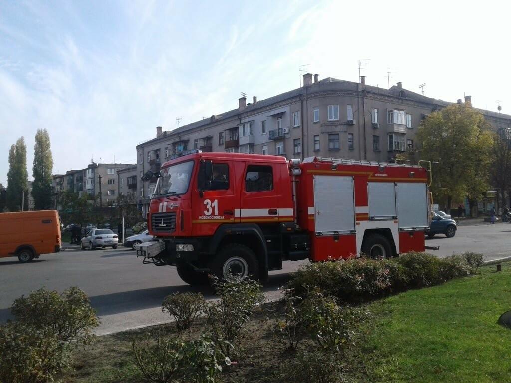 У Новомосковську рятувальники за допомогою спецтехніки інформують населення про карантинні заходи, фото-1