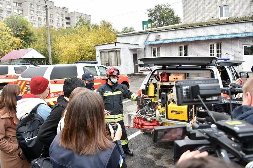 Рятувальники Новомосковська отримали спеціальний аварійно-рятувальний автомобіль легкого типу (ФОТО), фото-1