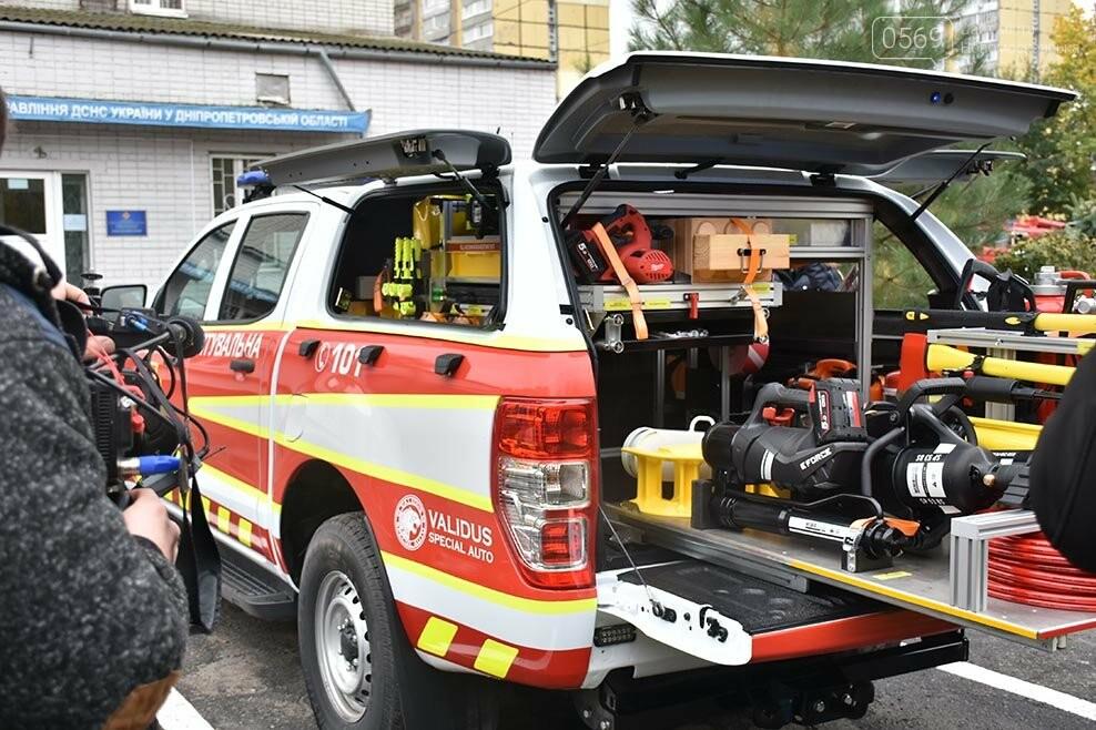 Рятувальники Новомосковська отримали спеціальний аварійно-рятувальний автомобіль легкого типу (ФОТО), фото-2