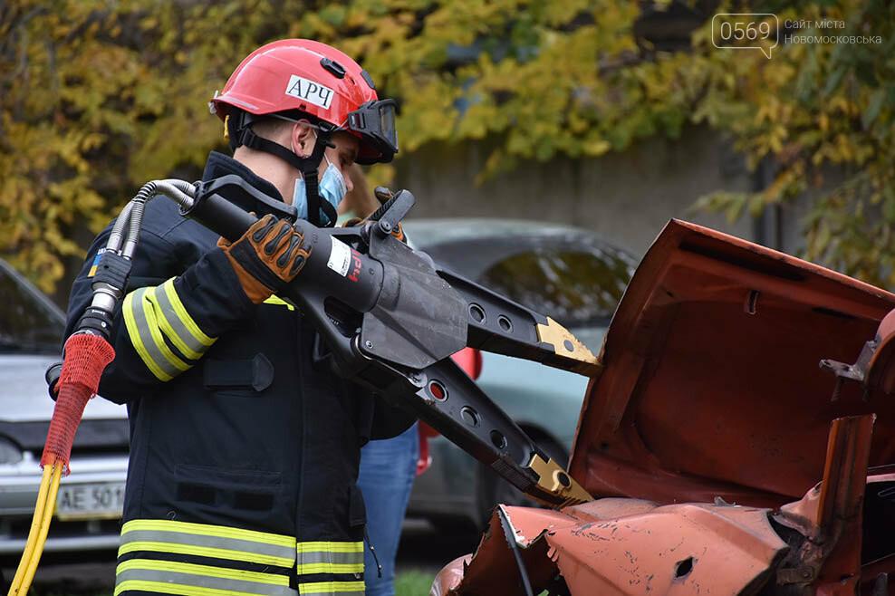 Рятувальники Новомосковська отримали спеціальний аварійно-рятувальний автомобіль легкого типу (ФОТО), фото-4