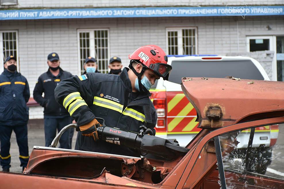 Рятувальники Новомосковська отримали спеціальний аварійно-рятувальний автомобіль легкого типу (ФОТО), фото-5