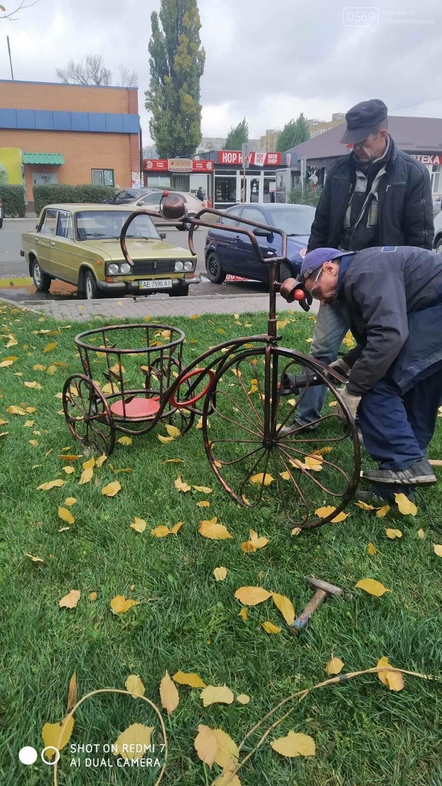 """У центрі Новомосковська з""""явилися декілька металевих скульптур: на згадку про завод, фото-2"""