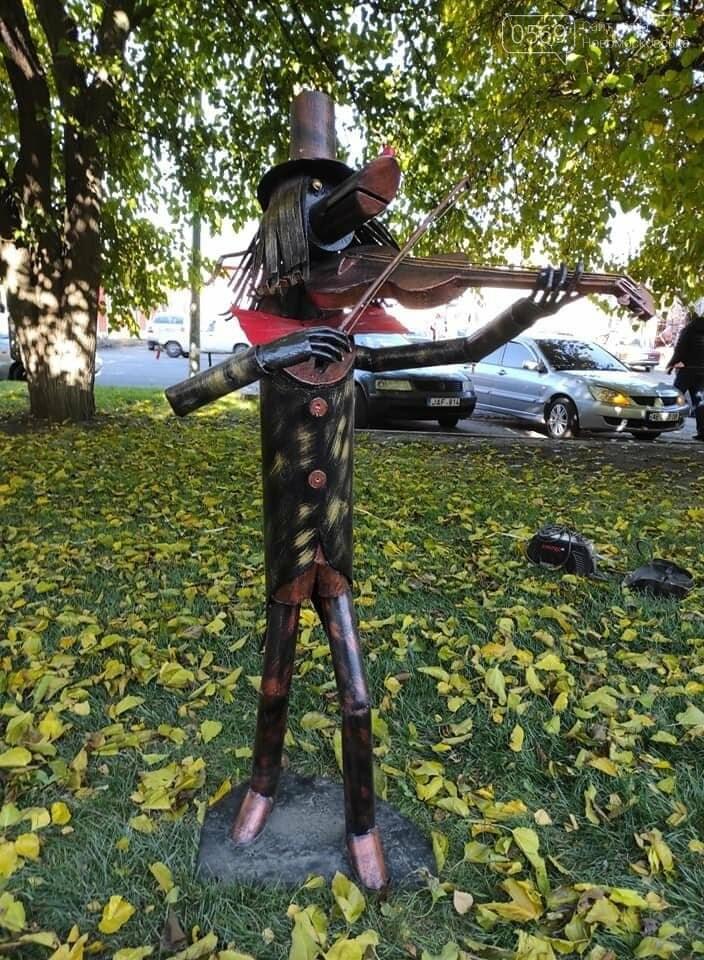 """У центрі Новомосковська з""""явилися декілька металевих скульптур: на згадку про завод, фото-1"""