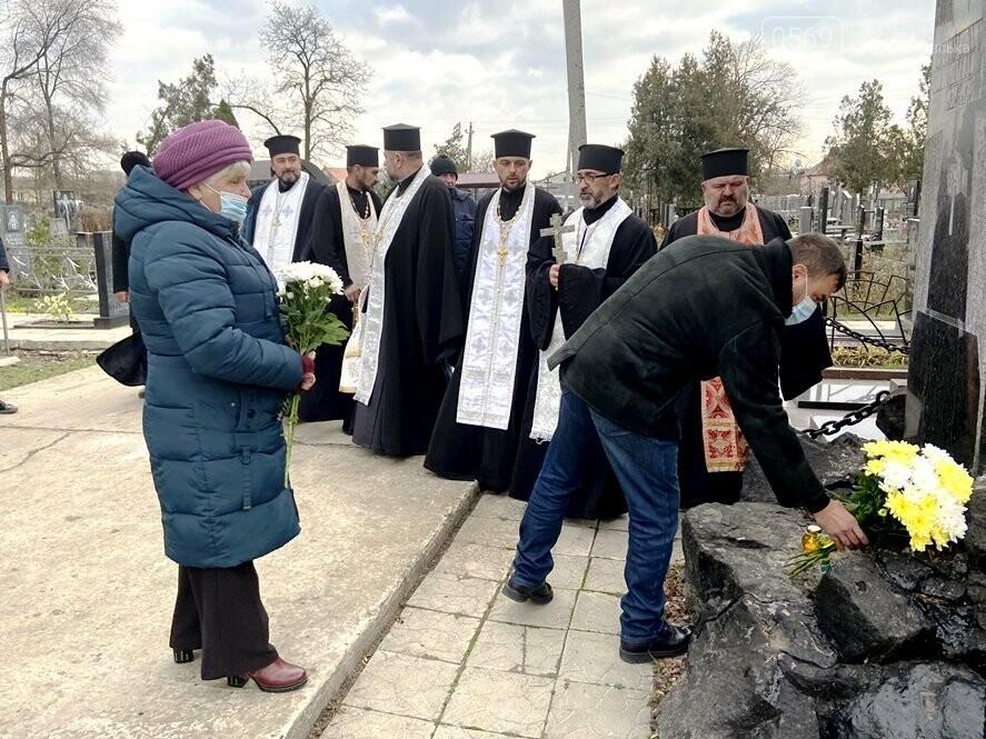 У Новомосковську вшанували пам'ять жертв голодоморів, фото-3