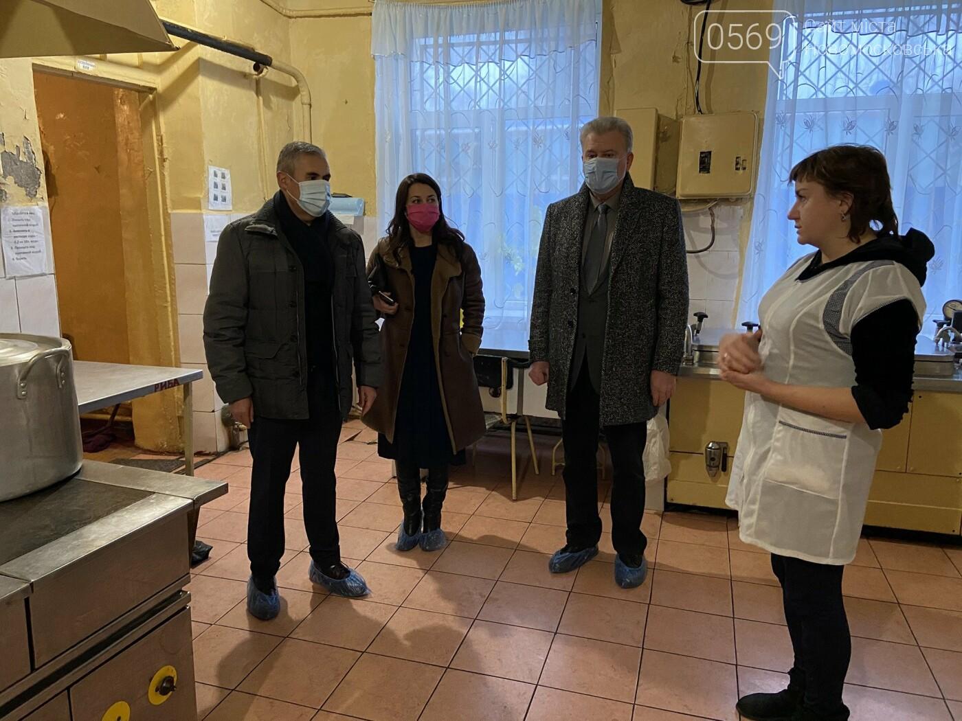 Міський голова Новомосковська з робочим візитом відвідав центральну лікарню, фото-1