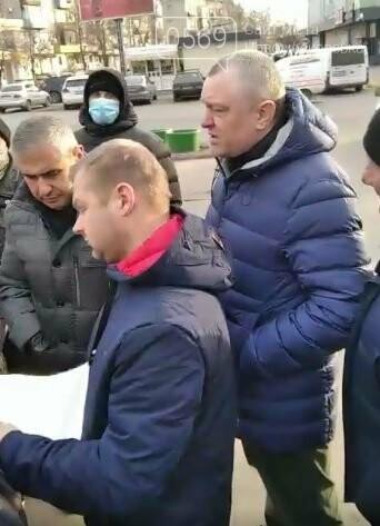 У Новомосковську мешканці однієї з багатоповерхівок чинили опір незаконним, на їх думку, забудовникам, фото-3