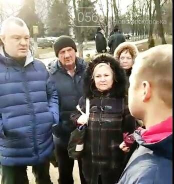 У Новомосковську мешканці однієї з багатоповерхівок чинили опір незаконним, на їх думку, забудовникам, фото-5
