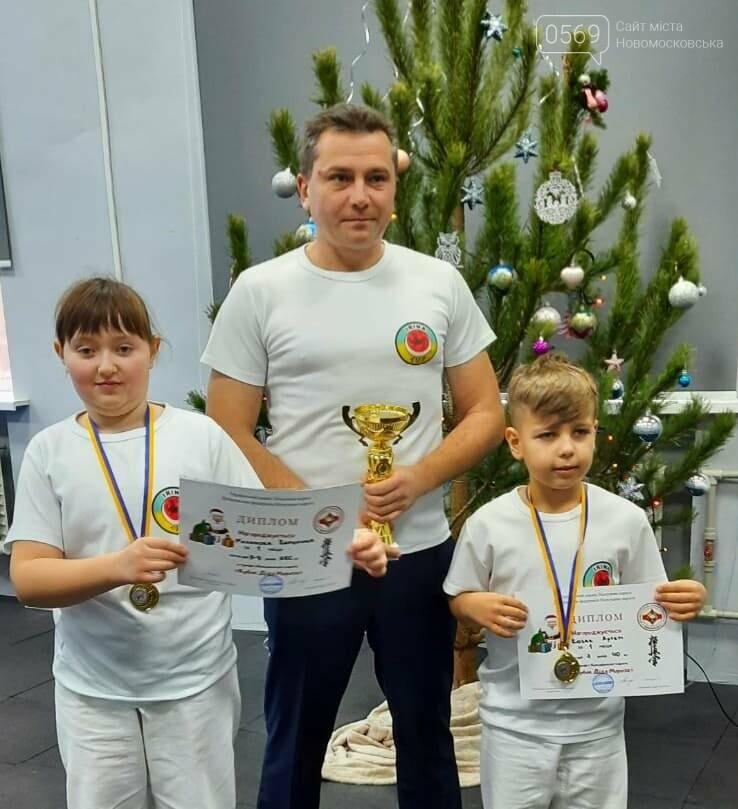 """Змагаючись у новому для себе стилі, каратисти СК """"IRINA"""" з Новомосковщини вибороли два золота і кубок обласного турніру, фото-2"""