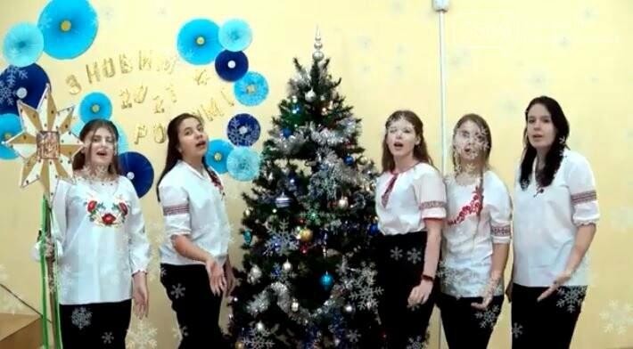 Вокальний ансамбль ліцею «Самара», що у Новомосковську, заспівав для містян колядки: ВІДЕО, фото-2
