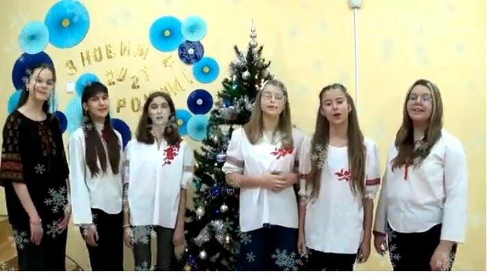 Вокальний ансамбль ліцею «Самара», що у Новомосковську, заспівав для містян колядки: ВІДЕО, фото-4