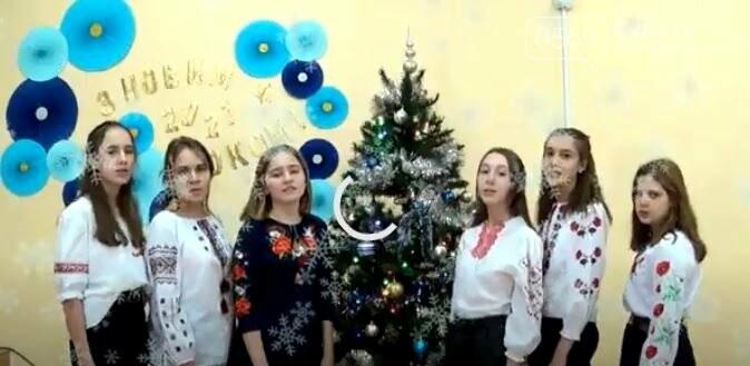 Вокальний ансамбль ліцею «Самара», що у Новомосковську, заспівав для містян колядки: ВІДЕО, фото-3