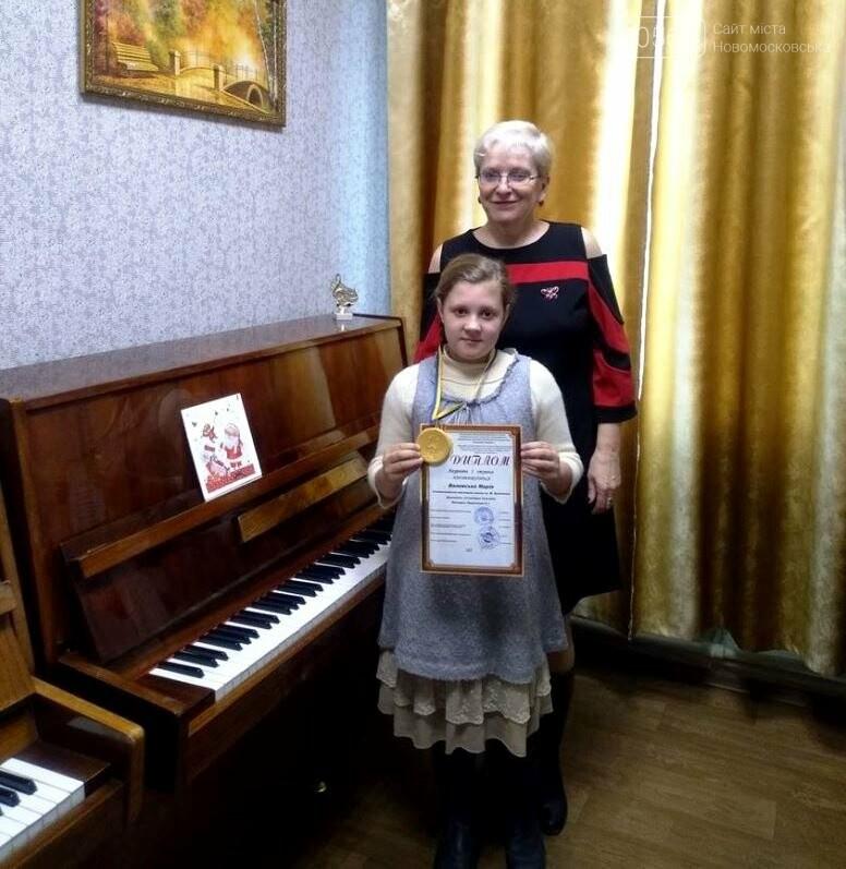 Юні піаністки Новомосковської мистецької школи здобули найвищі нагороди міжнародних конкурсів, фото-1