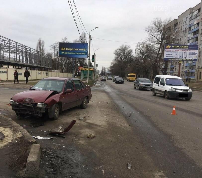 Військова прокуратура досліджує обставини ДТП в Новомосковську, внаслідок якої загинула дворічна дитина, фото-1