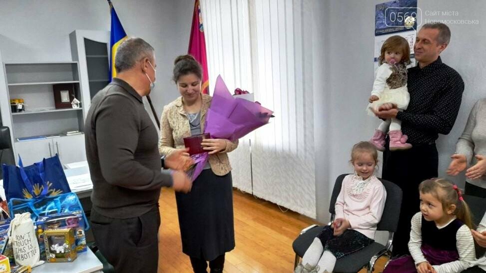 У Новомосковську отримала почесне звання «Мати-героїня» Надія Петреченко, фото-2