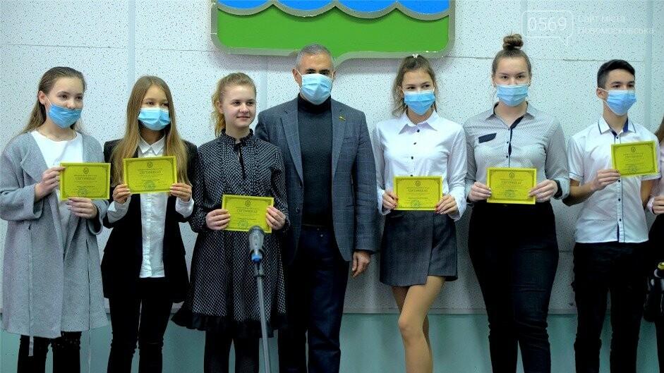 У Новомосковську відзначили відмінників навчання та переможців олімпіад, фото-8