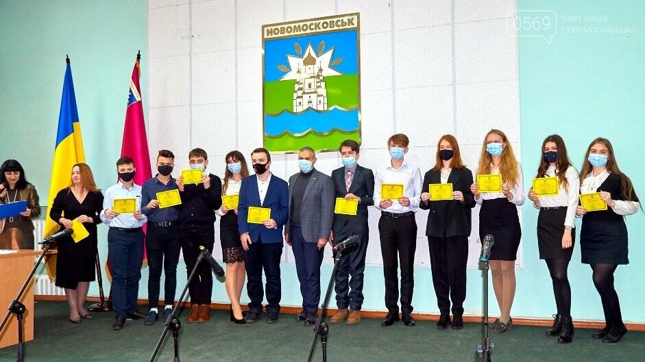 У Новомосковську відзначили відмінників навчання та переможців олімпіад, фото-6