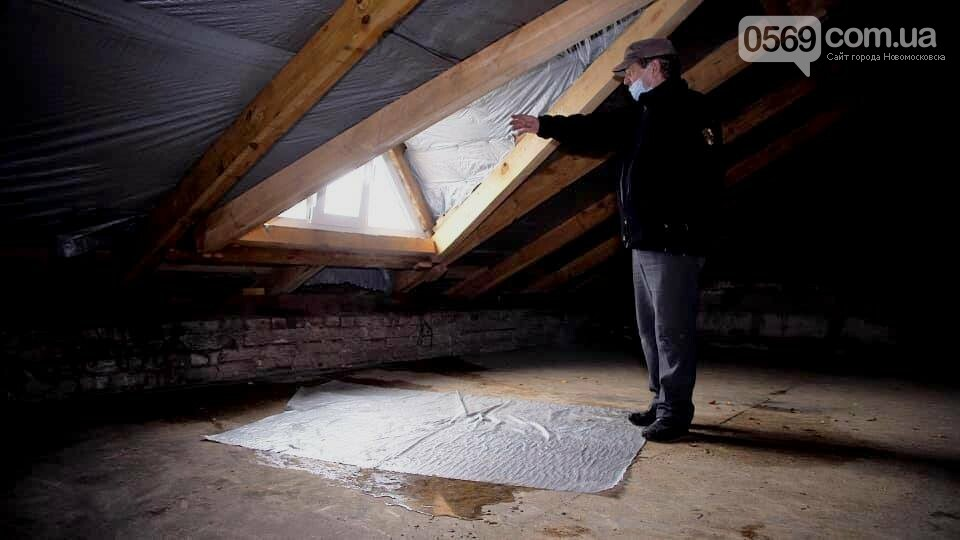 У Новомосковську після сильних опадів буквально залило водою дах та приміщення будівлі ЗОШ № 2, фото-2