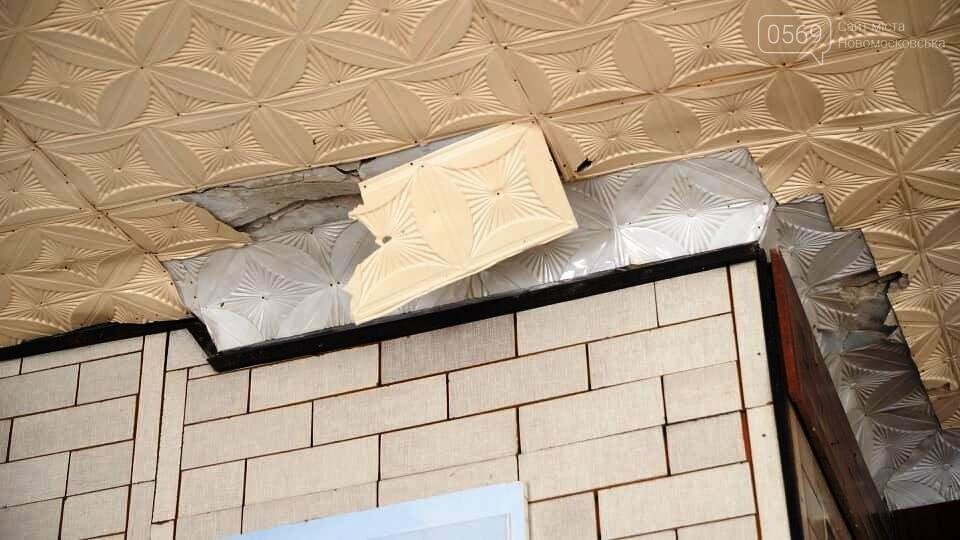 У Новомосковську після сильних опадів буквально залило водою дах та приміщення будівлі ЗОШ № 2, фото-3