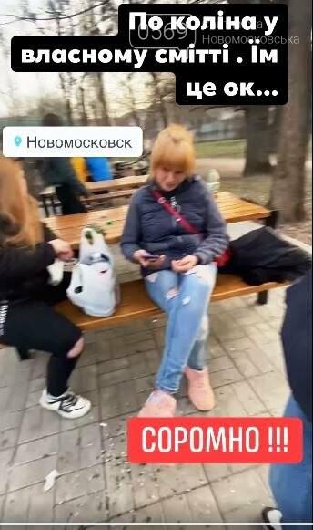 Новомосковці в соцмережах вибухнули обуренням: дівиці в парку їли-гуляли й розкидали сміття поруч себе, фото-3