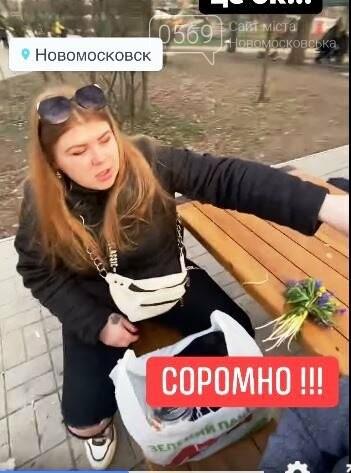 Новомосковці в соцмережах вибухнули обуренням: дівиці в парку їли-гуляли й розкидали сміття поруч себе, фото-1