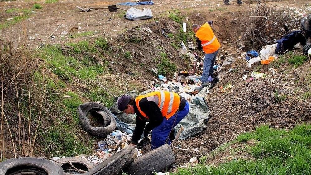 Комунальники у Новомосковську продовжують вивозити сміття з передмість, фото-7