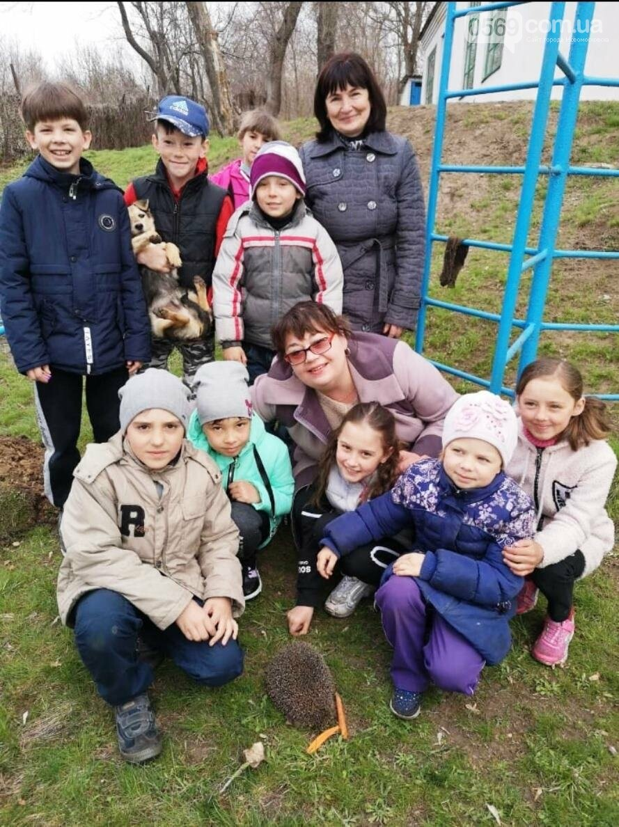 Учні школи, що в Андріївці Новомосковського району, навели лад біля свого навчального закладу , фото-2