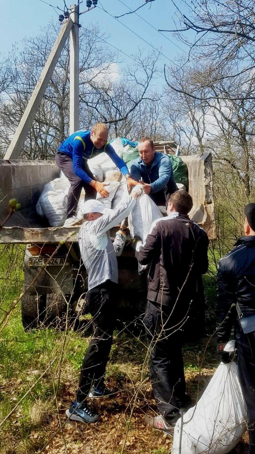 Більше 100 мішків сміття зібрали і вивезли волонтери з лісу, що поблизу Новомосковська, фото-3
