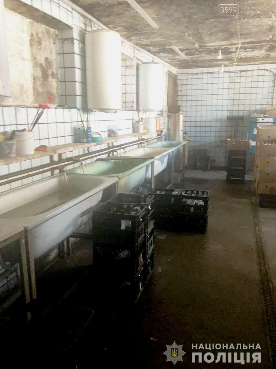 На Дніпропетровщині поліцейські перекрили канал постачання фальсифікованої алкогольної та тютюнової продукції до закладів торгівлі , фото-1