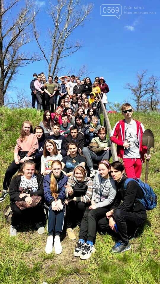 Студенти Коледжу економіки та права міста Новомосковська навели лад біля одного з меморіалів жертвам нацизма, фото-6