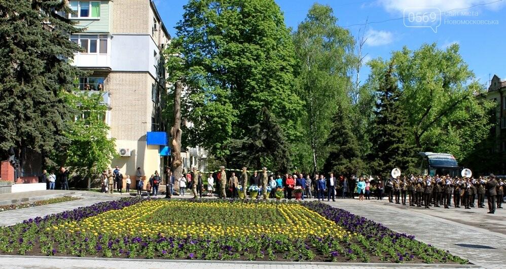 """Новомосковці пам""""ятають: у місті пройшов урочистий мітинг, присвячений Дню Перемоги - ФОТОРЕПОРТАЖ, фото-28"""