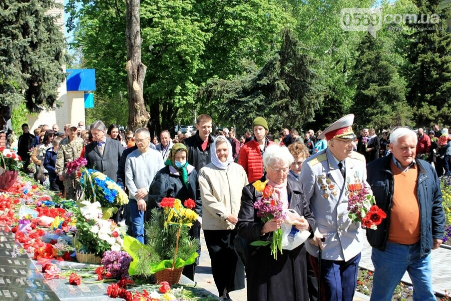"""Новомосковці пам""""ятають: у місті пройшов урочистий мітинг, присвячений Дню Перемоги - ФОТОРЕПОРТАЖ, фото-1"""