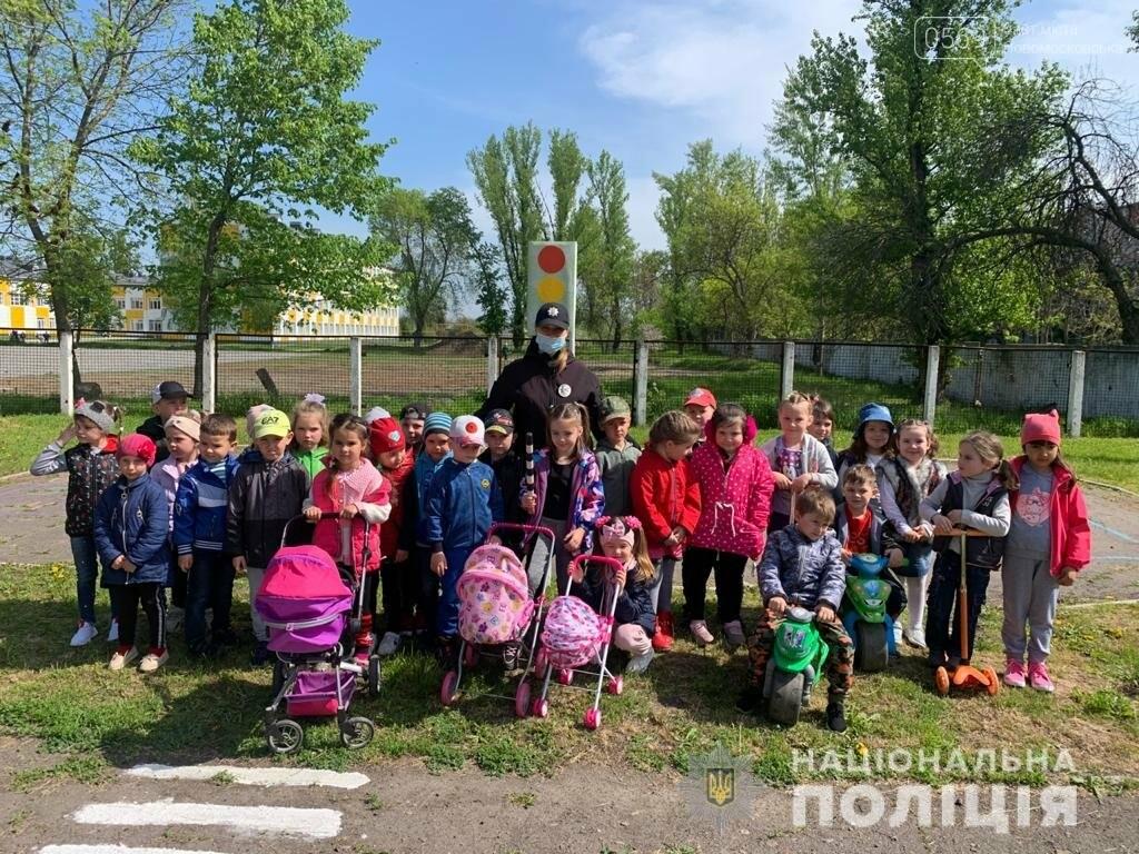 У Новомосковському районі поліцейські навчали дітей правилам безпеки на дорозі , фото-1