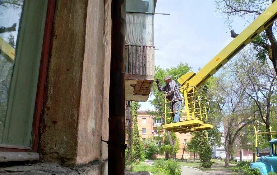 У Новомосковську на площі Героїв розпочали реставрацію аварійних балконів, фото-3