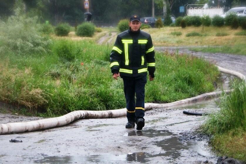 Надзвичайники борються з підтопленнями на території Дніпропетровщини внаслідок тривалих опадів: ФОТО, ВІДЕО, фото-4