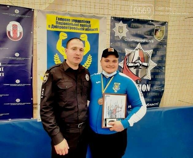 На Чемпіонаті Нацполіції України з боротьби самбо поліцейський з Новомосковська здобув бронзову медаль, фото-1
